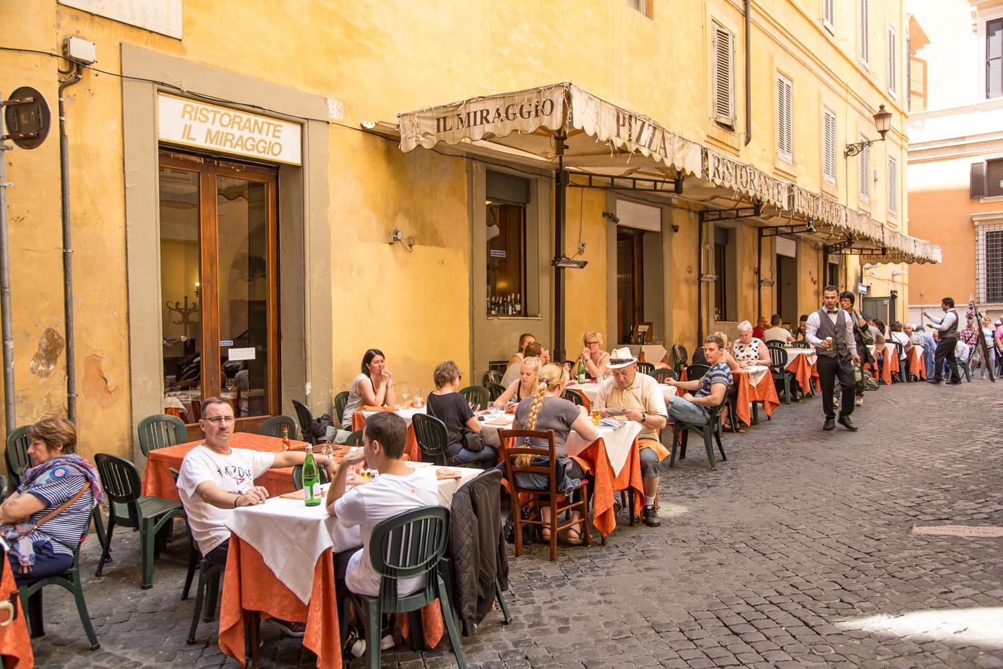 In Rome kun je volop op de terrasjes genieten van culinaire hoogtepuntjes.